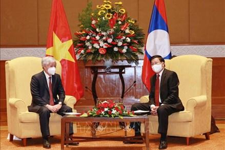 Tổng Bí thư, Chủ tịch nước Lào Thongloun Sisoulith tiếp Chủ tịch Ủy ban Trung ương Mặt trận Tổ quốc Việt Nam Đỗ Văn Chiến