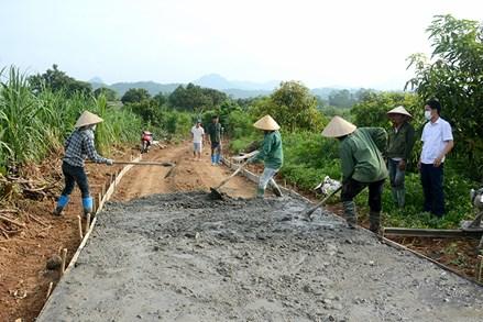 MTTQ huyện Chiêm Hóa tham gia xây dựng NTM, đô thị văn minh bằng việc làm cụ thể