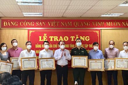 Bắc Giang: Trao tặng Bằng khen của Chủ tịch UBND tỉnh cho các tập thể, cá nhân ủng hộ trong công tác phòng, chống dịch