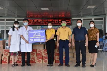 Ủy ban Mặt trận Tổ quốc tỉnh Nghệ An thăm, động viên y bác sỹ trên tuyến đầu chống dịch