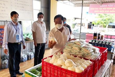 MTTQ Việt Nam tỉnh An Giang kiểm tra các địa điểm tổ chức tiếp nhận và trao tặng quà cho người dân gặp khó khăn