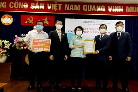 Tổng Lãnh sự Vương quốc Campuchia trao 200.000 USD hỗ trợ thành phố Hồ Chí Minh chống dịch