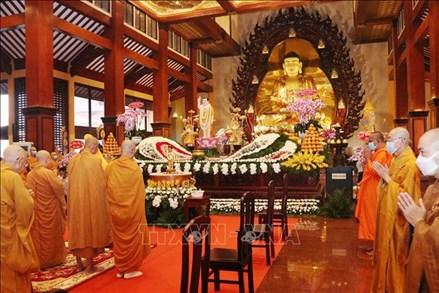 Giáo hội Phật giáo Việt Nam kêu gọi tăng ni, phật tử cấm túc, tụng kinh cầu bình an