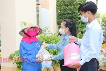 """""""Chuyến xe nghĩa tình"""" của tỉnh Quảng Trị gửi đến bà con các tỉnh Bà Rịa-Vũng Tàu và Bình Phước"""