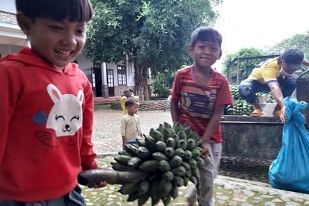 """Bà con dân tộc thiểu số tỉnh Lâm Đồng gửi """"đặc sản núi rừng"""" tới người dân thành phố Hồ Chí Minh"""