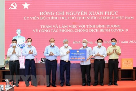 Chủ tịch nước và Chủ tịch UBTƯ MTTQ Việt Nam kiểm tra công tác phòng chống dịch ở Bình Dương