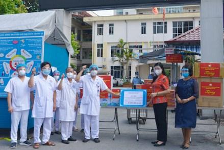 Ủy ban MTTQ Việt Nam thành phố Hà Nội thăm, tặng quà tại Bệnh viện Phổi