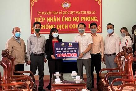 Hội Doanh nhân trẻ Gia Lai trao 200 triệu đồng ủng hộ quỹ phòng chống Covid