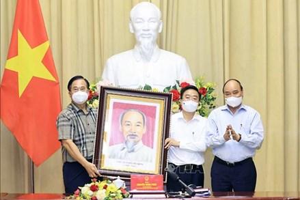 Chủ tịch nước biểu dương 3 triệu công nhân dệt may vừa sản xuất vừa chống dịch