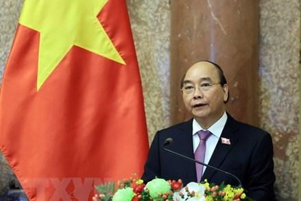 Chủ tịch nước Nguyễn Xuân Phúc cùng đoàn đại biểu cấp cao lên đường thăm hữu nghị chính thức CHDCND Lào