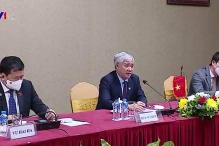 Chủ tịch UBTƯ MTTQ Việt Nam Đỗ Văn Chiến hội kiến với Chủ tịch UBTƯ Mặt trận Lào xây dựng đất nước