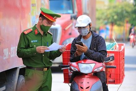 Hà Nội bỏ yêu cầu người đi đường phải có 'lịch trực, lịch làm việc'