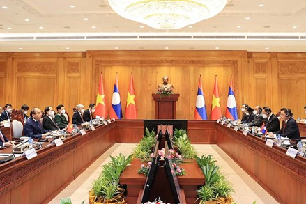 Ngày làm việc thứ hai của Chủ tịch nước Nguyễn Xuân Phúc và Đoàn đại biểu cấp cao Việt Nam tại Lào
