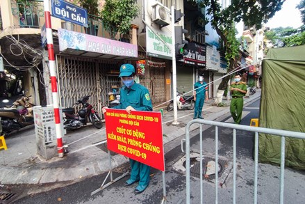 Phong tỏa đoạn phố Đội Cấn (quận Ba Đình) có 20 ca nhiễm vi rút SARS-CoV-2