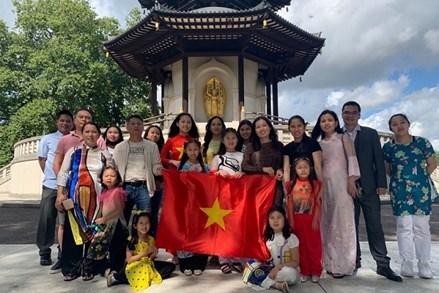 Người Việt tại Anh chung tay cùng quê hương vượt qua Covid-19