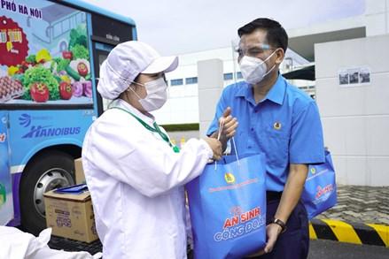 Hà Nội: Cùng chăm lo cho tuyến đầu chống dịch và người lao động ở cơ sở