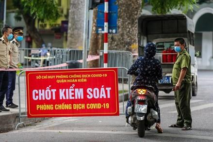 Công điện của Chủ tịch UBND TP Hà Nội: Thực hiện nghiêm giãn cách xã hội, giám sát chặt việc cấp giấy đi đường