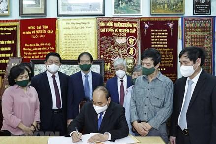 Lãnh đạo Đảng, Nhà nước, Mặt trận Tổ quốc Việt Nam dâng hương tưởng nhớ Đại tướng Võ Nguyên Giáp