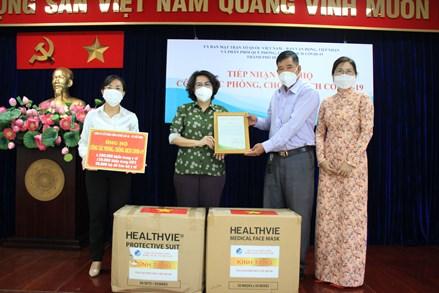 MTTQ thành phố Hồ Chí Minh tiếp nhận thiết bị y tế hỗ trợ công tác phòng chống dịch COVID-19