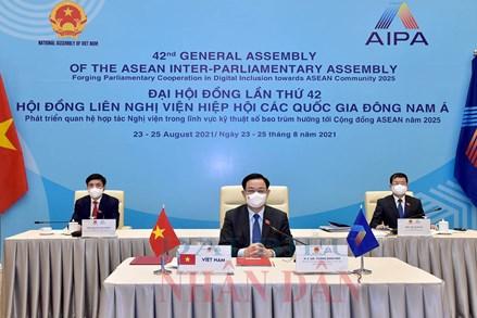 Chủ tịch Quốc hội Vương Đình Huệ tham dự Lễ bế mạc Đại hội đồng AIPA 42