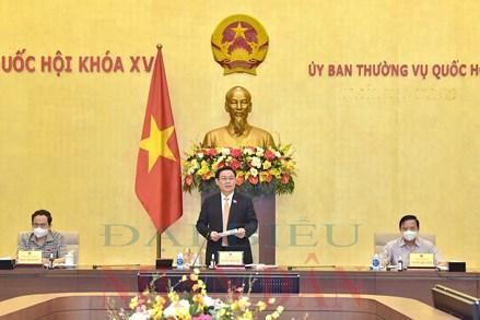 Chủ tịch Quốc hội Vương Đình Huệ làm việc với Tổ công tác thực hiện Nghị quyết của Quốc hội về phòng, chống Covid-19