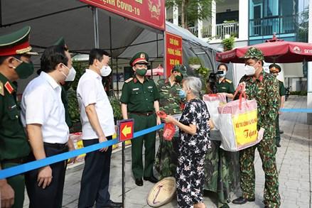 Bộ Tư lệnh Thủ đô Hà Nội - nối dài hoạt động giúp người dân mùa dịch