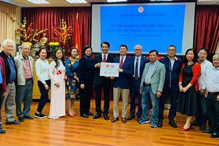 Cộng đồng người Việt tại Slovakia ủng hộ Quỹ vaccine phòng, chống COVID-19