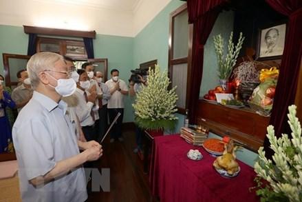 76 năm Quốc khánh: Tổng Bí thư Nguyễn Phú Trọng dâng hương tưởng niệm Chủ tịch Hồ Chí Minh
