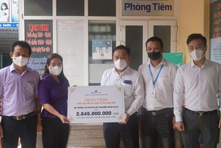 Trao tặng máy xét nghiệm SARS-CoV-2 Realtime-PCR hỗ trợ Quảng Bình chống dịch