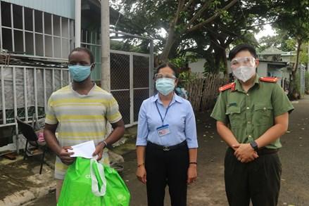 Hỗ trợ người nước ngoài gặp khó khăn bởi dịch bệnh trên địa bàn thành phố Thủ Đức