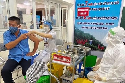 Vắc xin về đến đâu, Hà Nội tiêm ngay cho người dân đến đó
