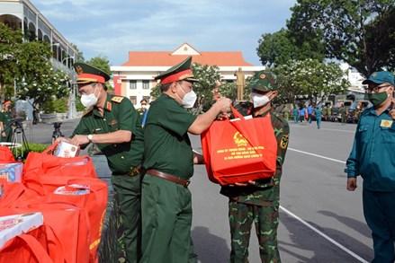 Xuất quân trao tặng quà của Bộ Quốc phòng hỗ trợ nhân dân TP Hồ Chí Minh