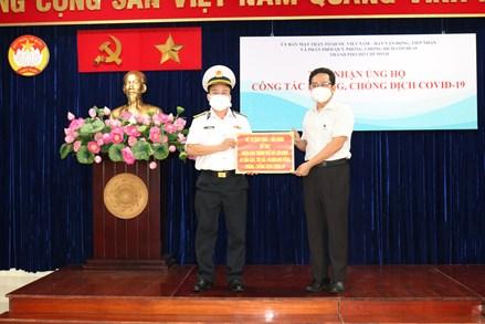 Bộ Tư lệnh Vùng 1 Hải quân trao tặng TPHCM 10 tấn gạo hỗ trợ người dân bị ảnh hưởng dịch Covid -19