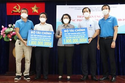 TPHCM tiếp nhận ủng hộ nhu yếu phẩm, vật tư y tế gần 4,6 tỷ đồng