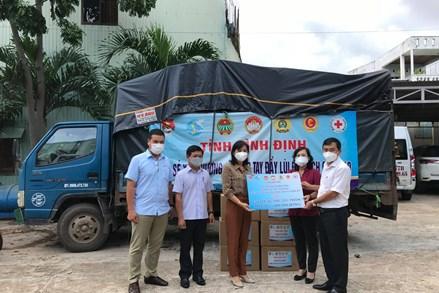 Bình Định: Trao hỗ trợ 150 suất nhu yếu phẩm cho người dân gặp khó khăn do dịch Covid-19