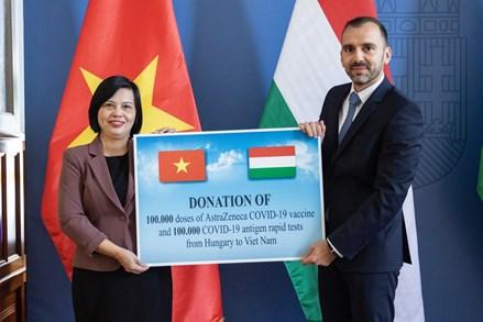 Hungary trao tặng Việt Nam vaccine và vật tư y tế