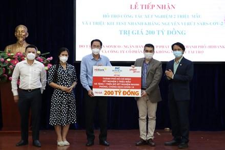 Thêm 200 tỷ đồng thiết bị xét nghiệm Covid-19 hỗ trợ thành phố Hồ Chí Minh