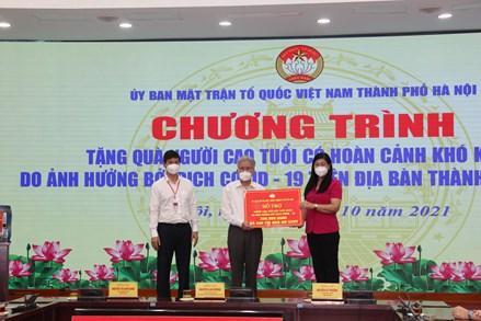 Hà Nội: Trao tặng 600 suất quà cho người cao tuổi có hoàn cảnh khó khăn do dịch Covid-19