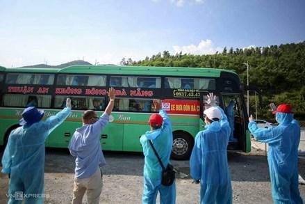 Xe khách nghĩa tình và những phiên chợ 0 đồng ở Đà Nẵng tiếp sức người dân về quê