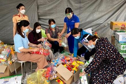 Hỗ trợ đưa gần 4.500 phụ nữ mang thai và trẻ em từ tâm dịch trở về quê