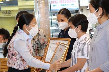 Thành phố Hồ Chí Minh biểu dương 33 tình nguyện viên tôn giáo chống dịch
