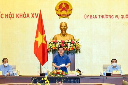 Chủ tịch Quốc hội Vương Đình Huệ chủ trì cuộc làm việc về chính sách tài khóa và chính sách tiền tệ