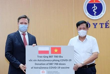 Việt Nam tiếp nhận gần 2 triệu liều vaccine AstraZeneca do Ba Lan và Hàn Quốc hỗ trợ