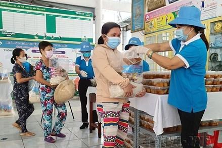 Chung tay hỗ trợ người nghèo, người cận nghèo để không ai bị bỏ lại phía sau