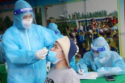 COVID-19 ngày 23/10: Việt Nam có 3.373 ca mắc mới; Thêm 50 ca dương tính, Phú Thọ xét nghiệm nhanh, khoanh vùng gọn