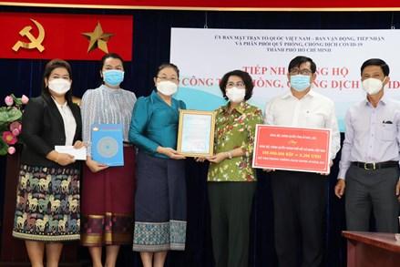 Thành phố Hồ Chí Minh: Tiếp nhận số tiền 100 triệu kíp từ tỉnh Attapeu (Lào) ủng hộ phòng, chống dịch Covid-19