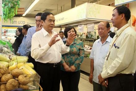 Phát triển thị trường trong nước để tăng sức mua của người dân