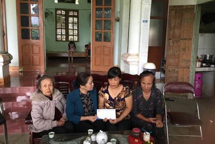 Hỗ trợ người dân Hòa Bình ổn định cuộc sống và sản xuất sau lũ