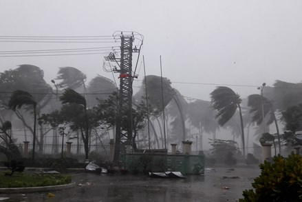 Hỗ trợ 3 tỷ đồng khắc phục hậu quả cơn bão số 12