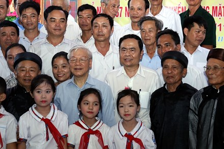 Tập hợp các tầng lớp nhân dân theo tư tưởng đoàn kết của Đảng và Bác Hồ